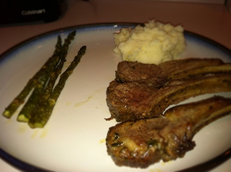 Rack of lamb, mashed potatoes and asparagus